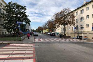 Zebrastreifen vor der Volksschule Erlaaer Straße