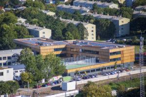 neue Volksschule Erlaaer Schleife 2 von oben aufgenommen