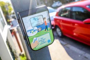 Streetpoints Abnahmegerät auf einer Laterne montiert