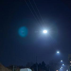 LED Straßenhängeleuchten bei Nacht
