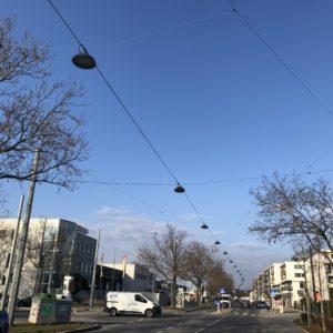 LED Straßenhängebeleuchtung bei Tag